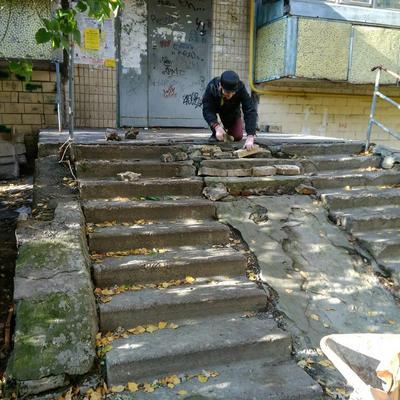 Ремонт ганку при вході до під'їзду №8 житлового будинку №50-А на вулиці   Зодчих.