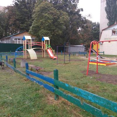 На прибудинковій території житлового будинку № 6/10 бульвару Ромена Роллана було встановлено новий ігровий комплекс