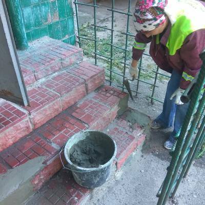 Ремонт вхідної групи в житловому будинку № 32 на вул. Булаховського.