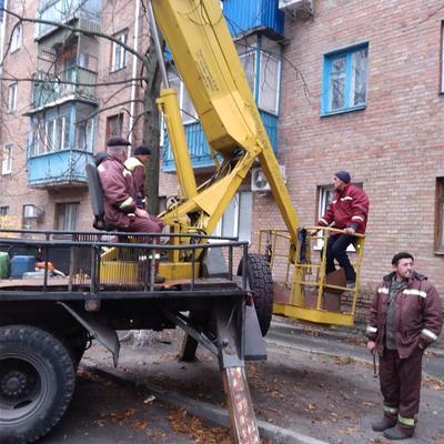 Ремонтні роботи по відновленню водостічних жолобів в житловому будинку № 32/4 по вулиці Клавдіївській.
